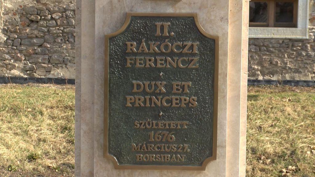 Megújult II. Rákóczi Ferenc mellszobrának talpazata Borsiban