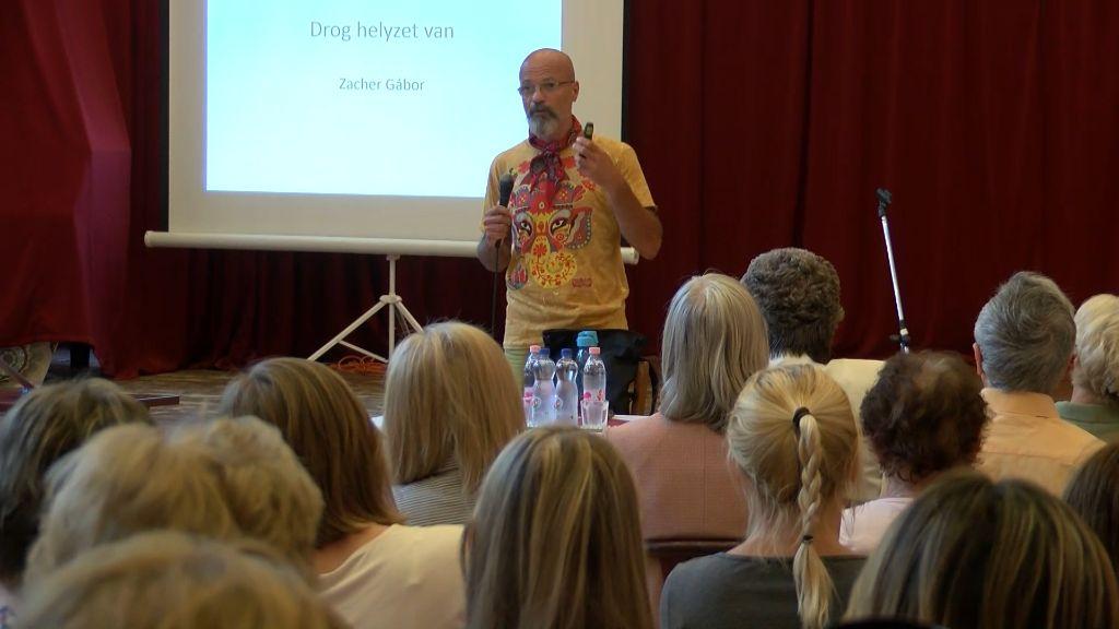 Droghelyzet van! – Dr. Zacher Gábor tartott előadást Sátoraljaújhelyen