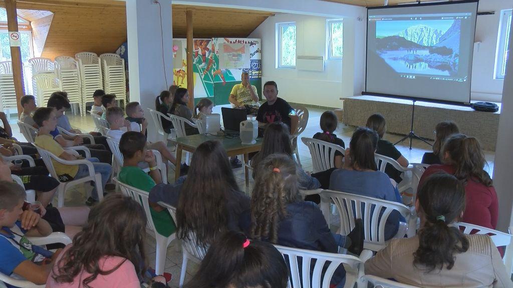 Sátoraljaújhelyen tartottak előadást a Hazajáró című műsor készítői