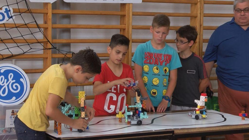 Robotika izgalmas világával ismerkedtek az újhelyi katolikus iskola diákjai