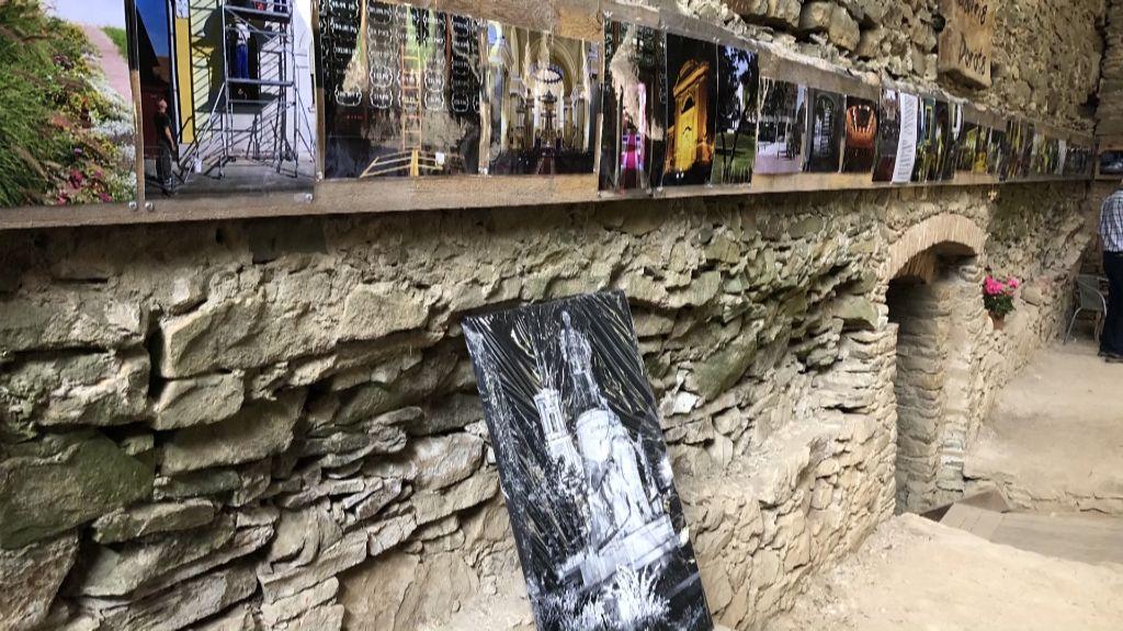 Újhelyi fotókból nyílt kiállítás a zborói várban