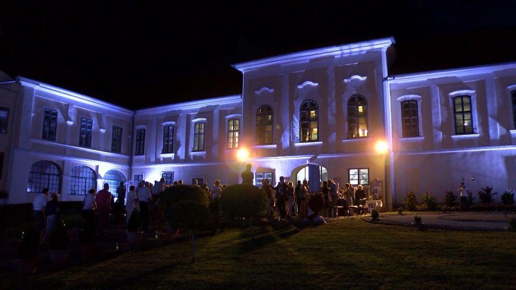 A barokk zeneirodalom remekei csendültek fel az újhelyi Városháza udvarán