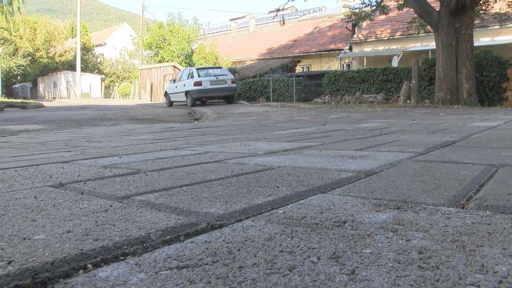 Új parkolóhelyek épültek a Korányi lakótelepen