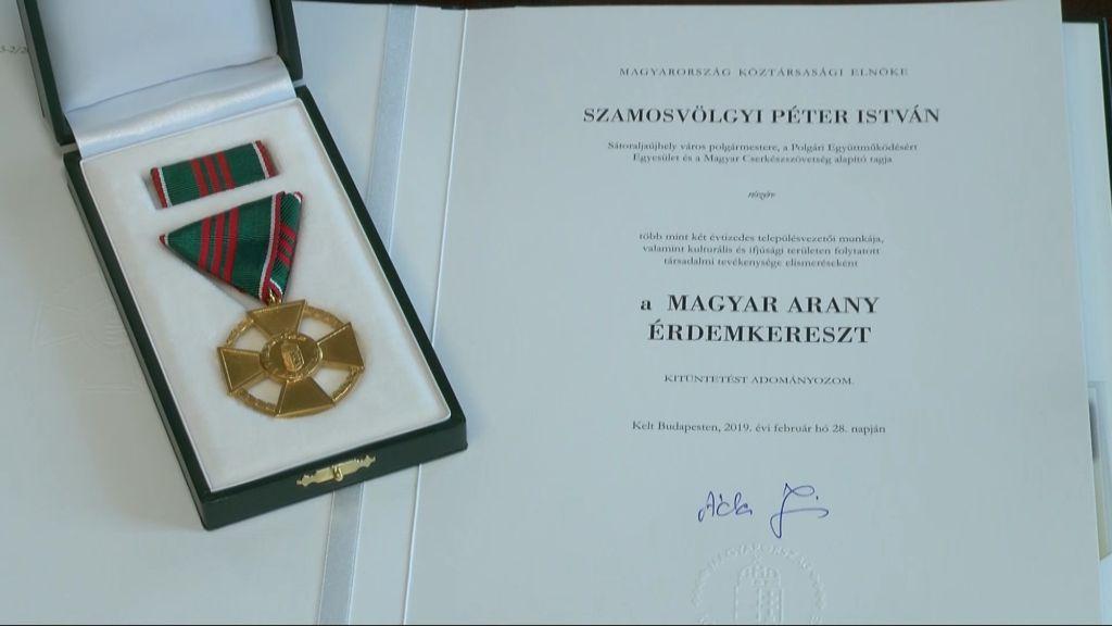 Magyar Arany Érdemkereszt kitüntetésben részesült Szamosvölgyi Péter polgármester