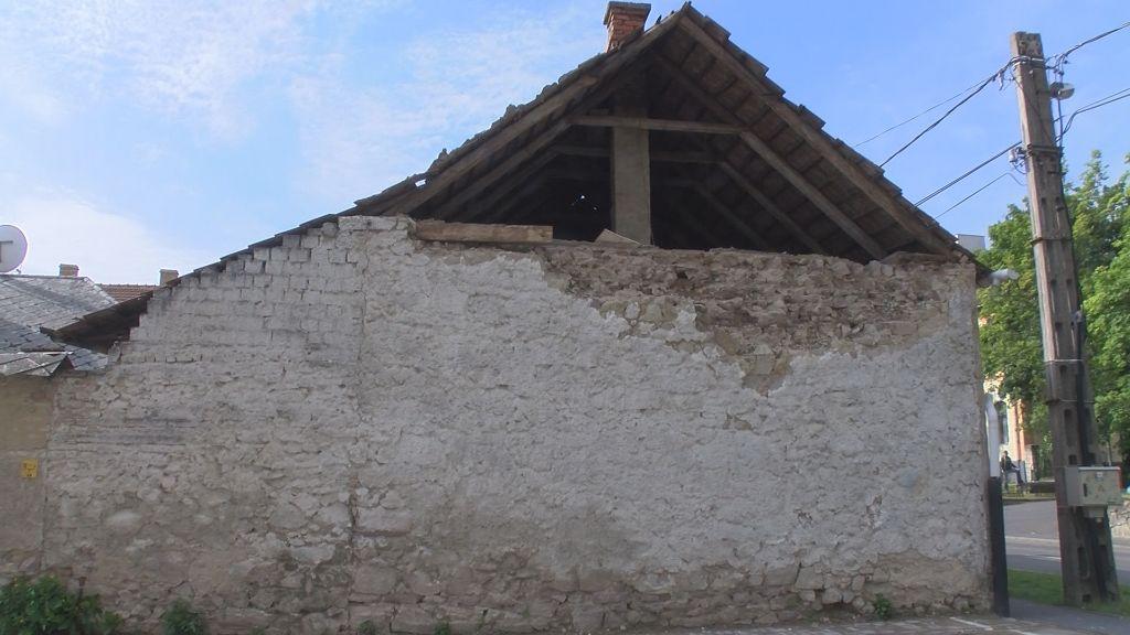 Fákat döntött ki és házat rongált meg a viharos szél Sátoraljaújhelyen