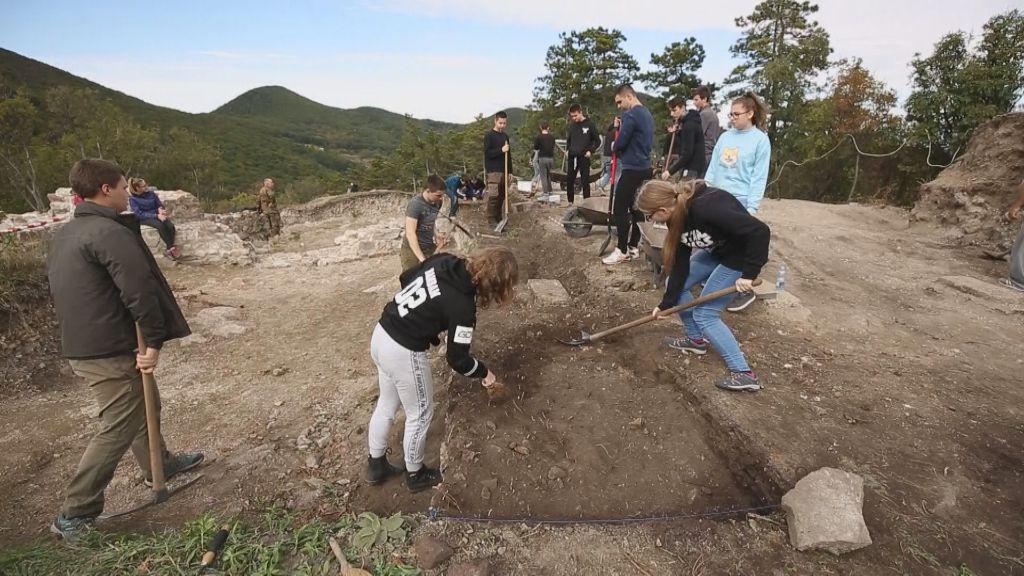 Keris diákok segítettek a sátoraljaújhelyi vár feltárásánál