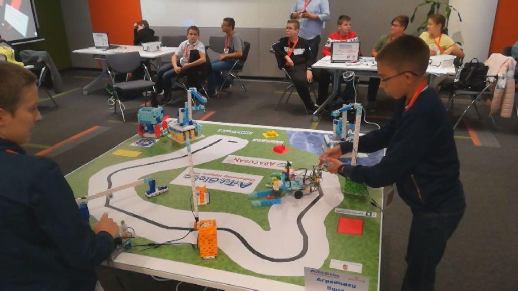 Országos robotépítő versenyen lettek különdíjasok a Árpád-házi Szent Margit Általános Iskola diákjai