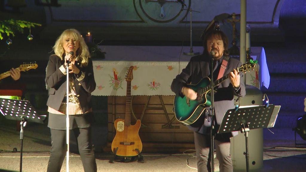 Angyalmadár - Csepregi Éva és Végvári Ádám adott karácsonyi koncertet Sátoraljaújhelyen
