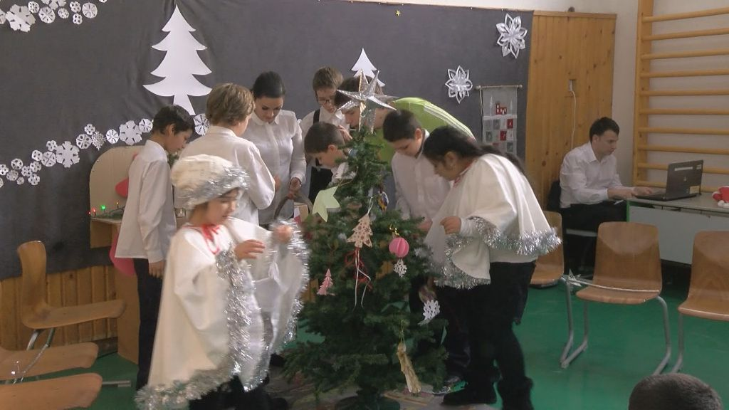 Karácsonyi műsor a Deák Úti Általános Iskolában