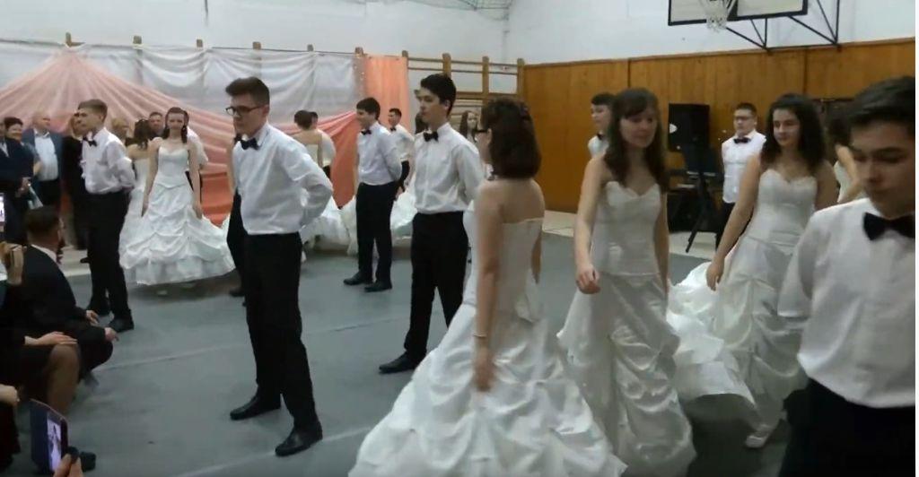 Kazinczy bál Sátoraljaújhelyen - Idén is szülők, tanárok mulattak együtt