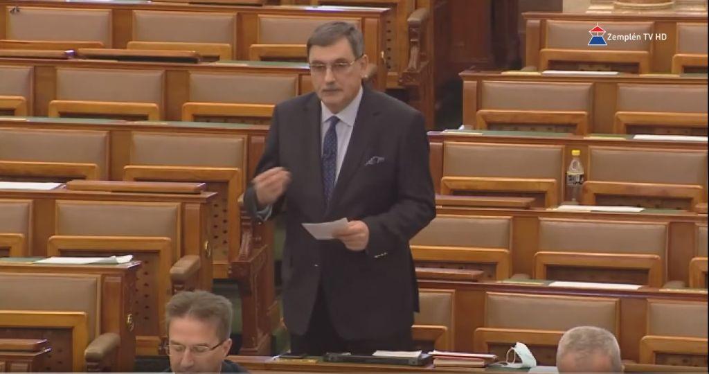 A kétharmados törvény elfogadása: a Kormány a veszélyhelyzet kezeléséhez adott jogot