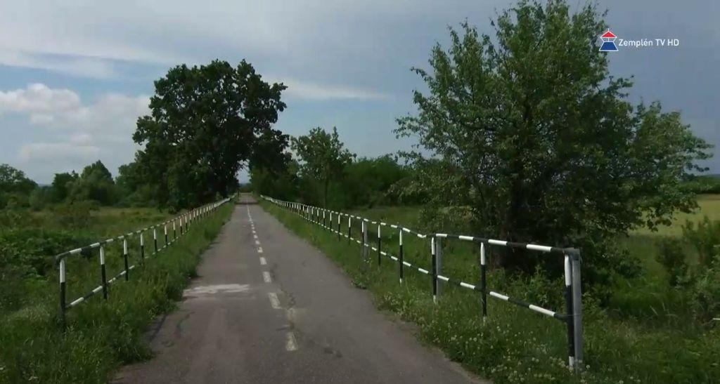 Megújuló faluház, új kerékpártároló