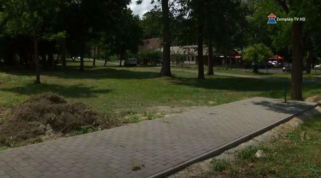 Határon átnyúló pályázatból újul meg a Kossuth-kert