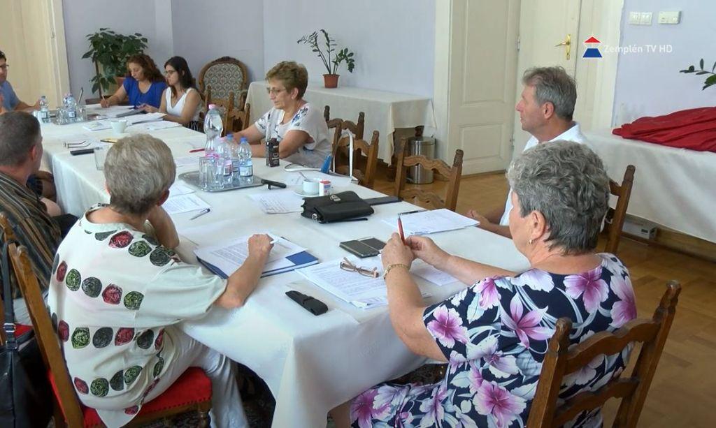 Az Ügyrendi és Nemzetiségi illetve a Szociális és Egészségügyi Bizottság is rendkívüli ülést tartott